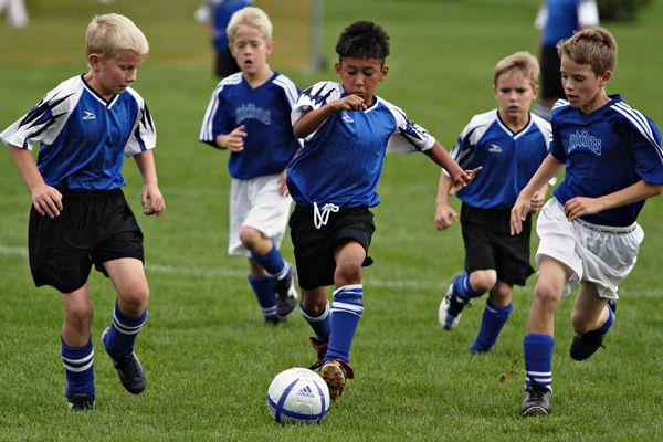 дети в футбольной секции