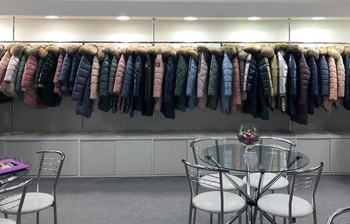 ассортимент магазина детской одежды фото