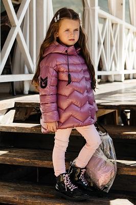 Демисезонная куртка с глянцевым блеском для девочки С-664 ягодный фото